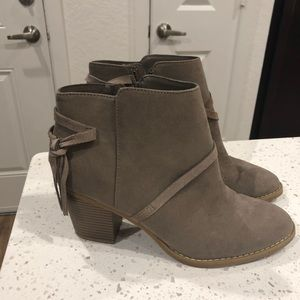 Shoes - Express ankle boots 10